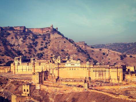 Vintage Retro Hipster Style Travel Image of Famous Rajasthan Landmark - Amer (Amber) Fort, Rajastha Valokuvavedos