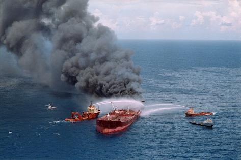 Fireboats Spraying Burning Mega Borg Tanker Valokuvavedos