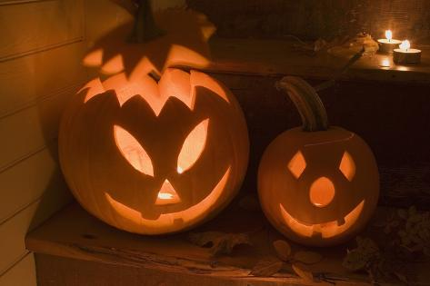 Pumpkin Lanterns for Halloween on Stairs Valokuvavedos
