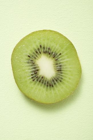 Slice of Kiwi Fruit (Overhead View) Valokuvavedos