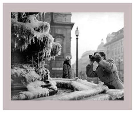 Frozen Fountain in Winter, Piccadilly Circus, 1956 Art Print