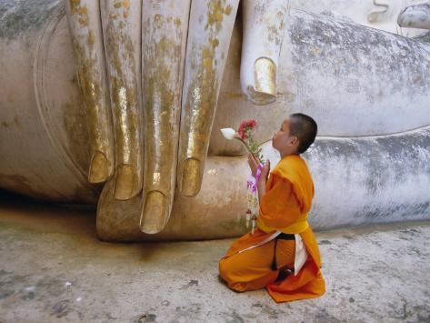 the life of buddhist monks essay From the various sources that speak of his life, ashoka is believed to have had five wives he inspired the buddhist monks to compose the sacred religious texts.