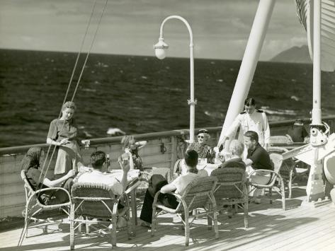 オールポスターズの ジョージ マークス people having drinks on deck