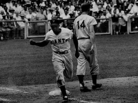 Giants Player, Willie Mays, Running Bases During Game with Dodgers Premium Photographic Print