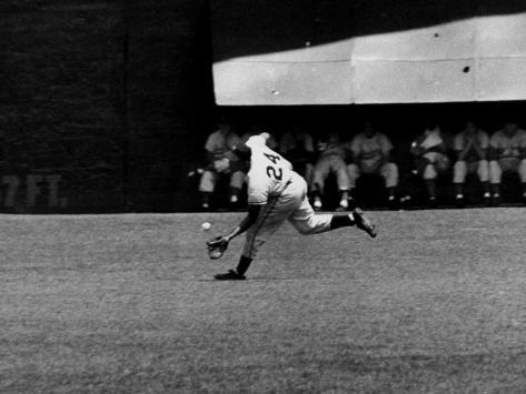 Giants Player, Willie Mays, Running to Catch Ball in Out Field Premium Photographic Print