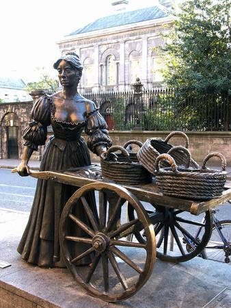 Molly Malone Statue Grafton Street Dublin Republic Of