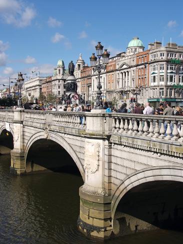 River Liffey and O'Connell Bridge, Dublin, Republic of Ireland, Europe Impressão fotográfica