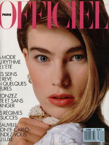 L'Officiel, June 1989 - Megan Porte un Ravissant Tee-Shirt en Relief de Krizia Taidevedos