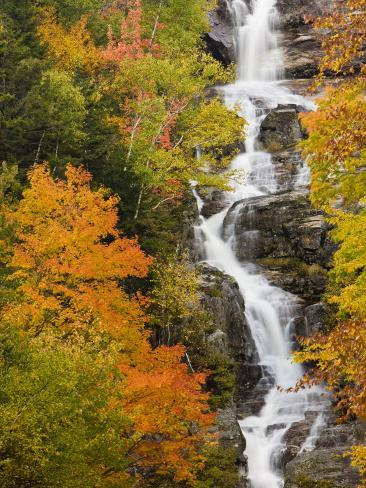 Silver Cascade Waterfall in White Mountains in Autumn, Crawford Notch State Park, New Hampshire Impressão fotográfica