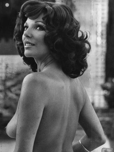 Joan Collins British Actress - August 1976 Topless in the Film Moneychangers Lámina fotográfica