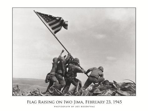 Hasteamento da Bandeira em Iwo Jima, c.1945 Impressão montada