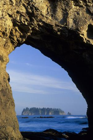 Arch in Sea Stack, Rialto Beach, Olympic National Park ...