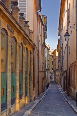A narrow backstreet in aix en provence bouches du rhone for Ca bouche du rhone