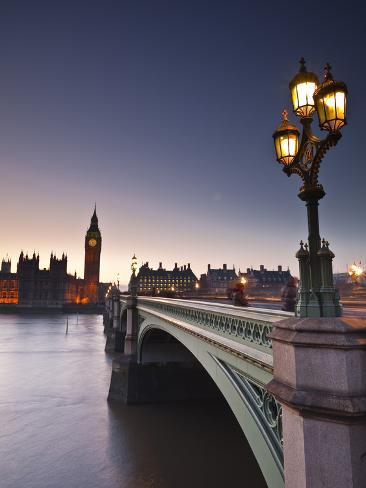 Looking across the River Thames Towards the Houses of Parliament and Westminster Bridge, London, En Photographic Print