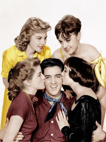 KING CREOLE, Elvis Presley (center) Foto