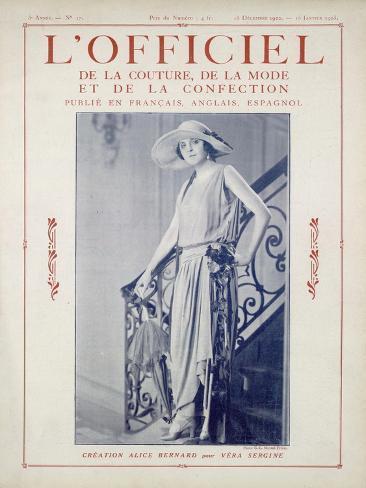 L'Officiel, June 15 1922 - Bois de Rose, Alice Bernard pour Vera Sergine Art Print