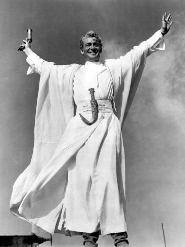 Lawrence of Arabia, Peter O'Toole, 1962, Victory Stance Photo