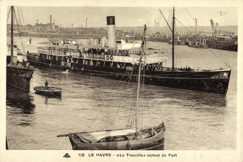 Le Havre, Dampfschiff Le Trouville Sortant Du Port Giclee Print
