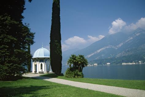 The Villa Melzi on Lake Como in the Italian Lake District Valokuvavedos