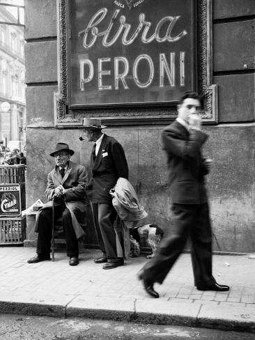 Män på en gata i Neapel Fotoprint