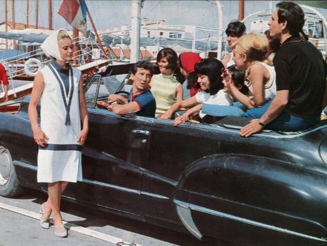 Geneviève Grad, Daniel Cauchy and Patrice Laffont: Le Gendarme de Saint-Tropez, 1964 Stampa fotografica