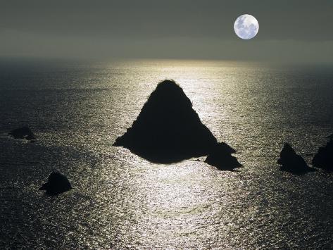 Silhouette of Island along Jalisco Coast North of Melaque, Melaque, Jalisco, Mexico Lámina fotográfica