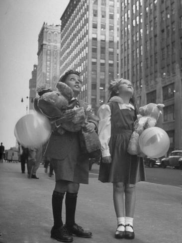 Charles Karo and Irene Guttman Sightseeing in New York Photographic Print