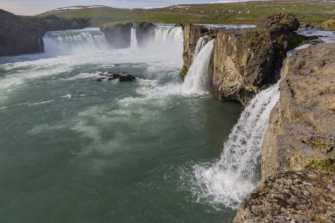 One of iceland 39 s most spectacular waterfalls godafoss for Most spectacular waterfalls