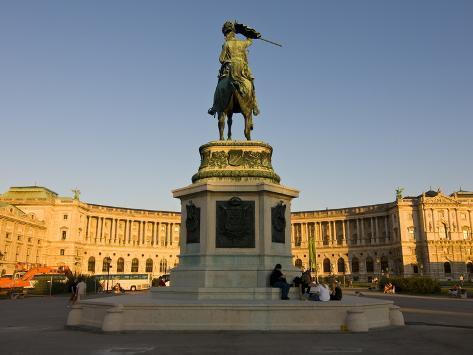 The Hofburg Palace on the Heldenplatz, Vienna, Austria, Europe Lámina fotográfica