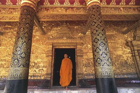 Monk at Buddhist Temple Wat Mai Suwannaphumaham Stampa fotografica