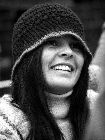 Ali MacGraw smiling and wearing a Bonnet Photo