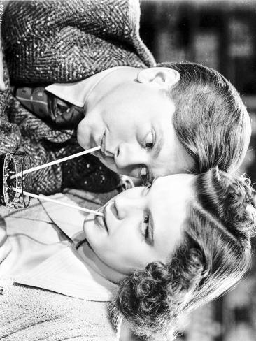 Judy Garland Mickey Rooney Babes in Arms 1939 drinking from the same cup Photo