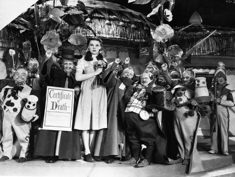 Wizard Of Oz Cast Posed in Group Picture Foto