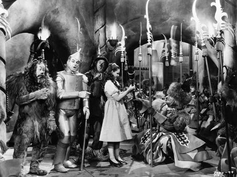 Wizard Of Oz Group Cast Talking in Movie Scene Fotografia