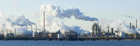 Oil Refinery at the Waterfront, Delaware River, New Jersey, USA Valokuvavedos