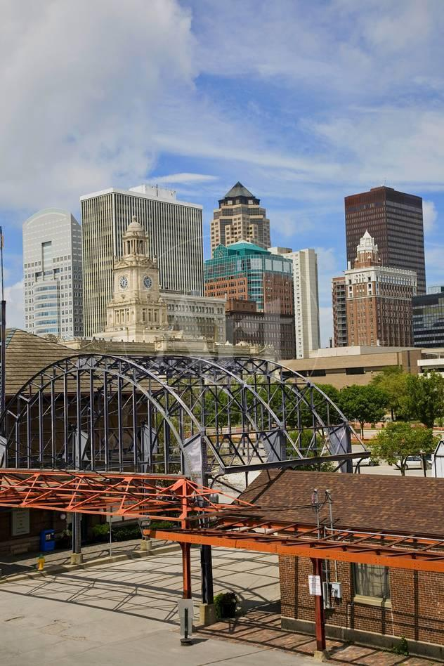 Old Railroad Station framing view of Des Moines skyline, capital of ...