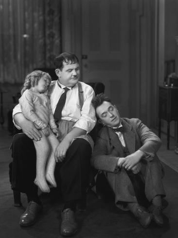 Oliver Hardy, Stan Laurel, Jacquie Lyn, Pack Up Your Troubles, 1932 Stampa fotografica