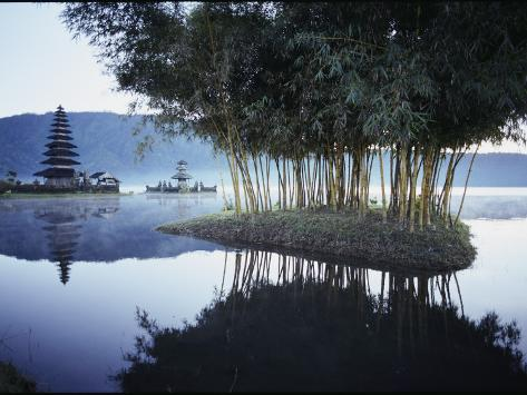 Misty Lake with a Shrine on Bali Island, Indonesia Lámina fotográfica