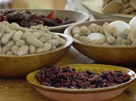 Peanuts, Eggs, and Dried Berries for Breakfast at a Reenactment on the Yorktown Battlefield Stampa fotografica