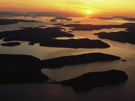 The San Juan Islands at Sunset Valokuvavedos