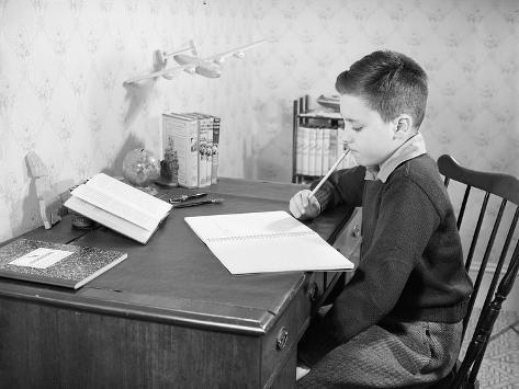 Boy Studying at Desk Valokuvavedos
