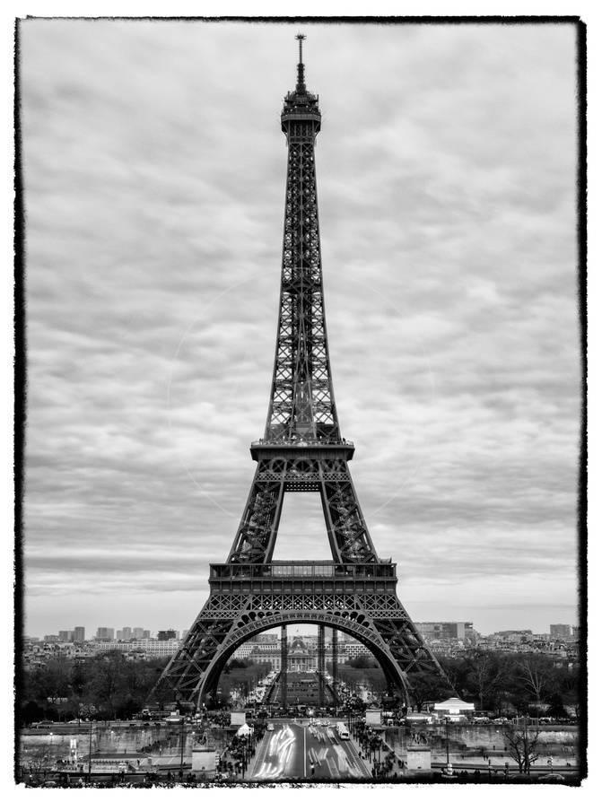 Eiffel Tower Paris France White Frame Black And White Photography Photographic Print Philippe Hugonnard Allposters Com