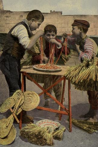 Postcard Depicting Children Eating Spaghetti in Naples Valokuvavedos
