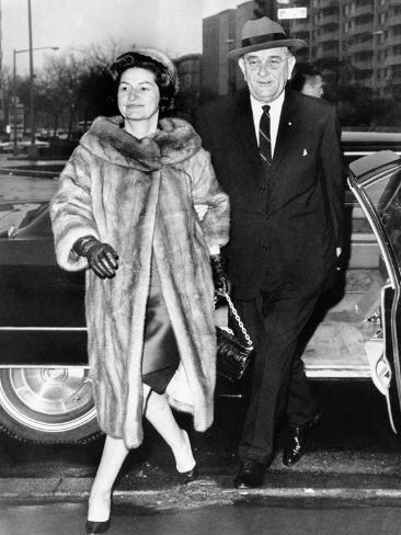 Pres Lyndon and Lady Bird Johnson Arrive at National City Christian Church for Service, Jan 8, 1967 Stretched Canvas Print