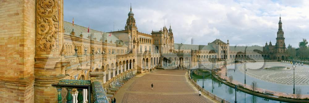 オールポスターズの recently restored palace plaza de espana