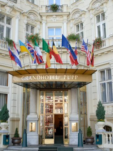 Main Entrance of Luxury Grandhotel Pupp in the Spa Town of Karlovy Vary, West Bohemia Valokuvavedos