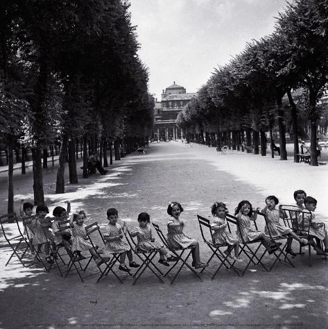 Children in the Palais-Royal Garden, c.1950 Framed Art Print