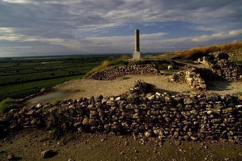 Ruins of Ancient City of Cannae and Memorial Stone Commemorating Battle of Cannae Impressão giclée