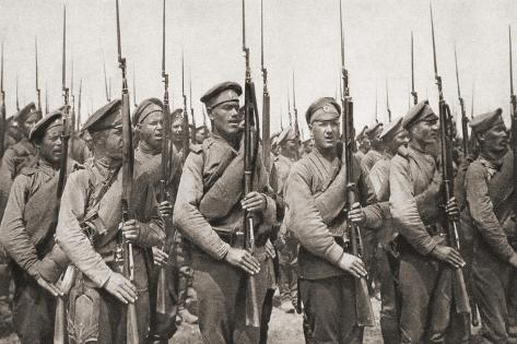 Russian Infantry on Parade and Presenting Arms During World War One Stampa giclée