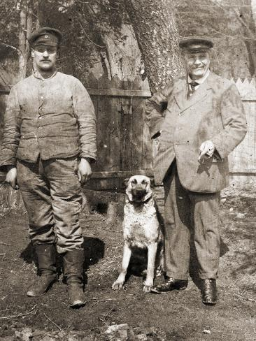 Serbian Soldier with His Father and Pet Dog, 1914-18 Stampa fotografica